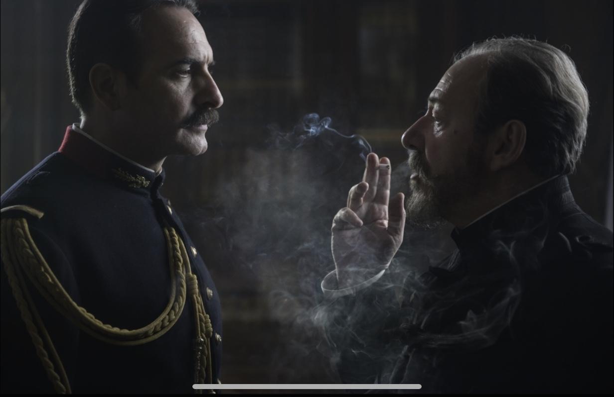 Lo Scandalo Della Collana Film l'ufficiale e la spia di robert harris arriva al cinema con